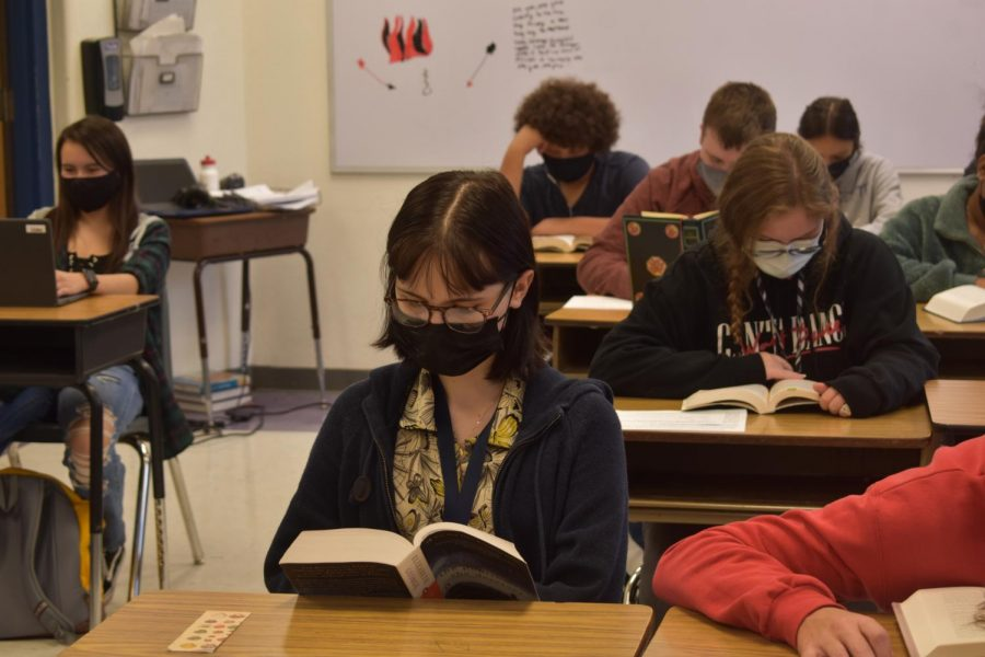 Student Sophie Braley reads her book during independent reading in Mr. McCurrys 4th block Adv. English 2 class.